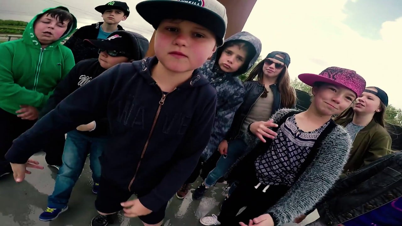 Kinderen En Hun Rockende Meester Rappen Voor Vrede